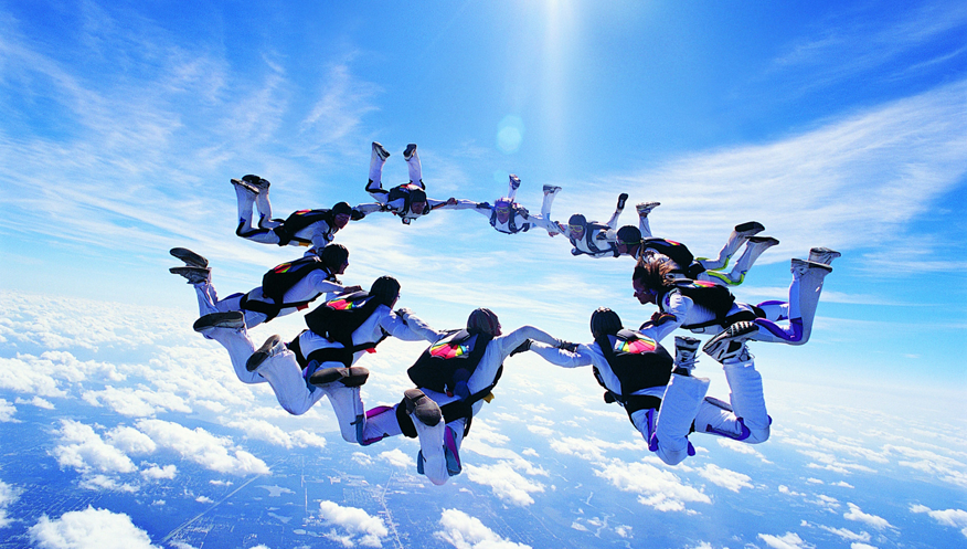 gareth_0003_Skydiving-Circle1